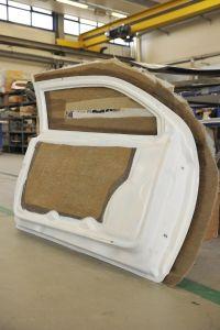 16.Hier sind beide Teile der Tür – Innen- und Außenteil – probehalber zusammengefügt. Das spätere Verkleben erfolgt mit dem gleichen Harz, das zur Herstellung der Teile verwendet wird.